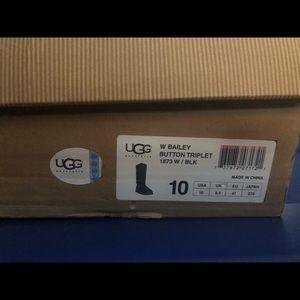 BLACK UGGS Bailey Button Triplet